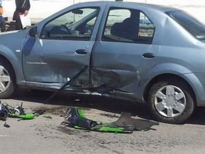 Şoferul în vârstă de 70 de ani, care conducea un autoturismul Dacia Logan, i-a ieşit în faţă motociclistului. Foto: ziaruldepenet.ro