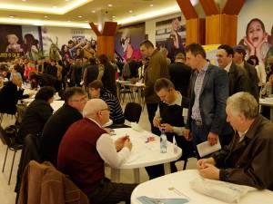 Prezenţă numeroasă la Bursa locurilor de muncă din municipiul Suceava