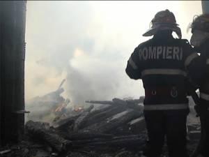 La faţa locului au intervenit pompierii voluntari din Frătăuţii Noi şi Frătăuţii Vechi, precum şi pompieri militari de la Rădăuţi