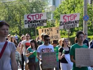 Sucevenii au ieşit în stradă pentru a protesta împotriva tăierii pădurilor