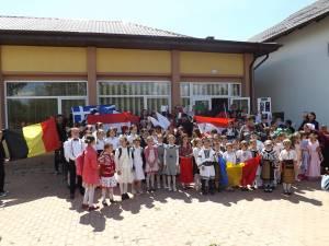 Elevii şi profesorii de la Corocăieşti au sărbătorit Ziua Europei