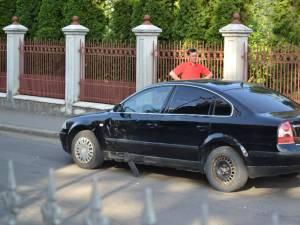 Tânărul care conducea motocicleta nu s-a asigurat în intersecţie. Foto: ziaruldepenet.ro