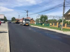 Strada Gheorghe Doja, care face legătura între cartierele Burdujeni şi Iţcani, a început să fie refăcută de Primăria Suceava cu covor asfaltic
