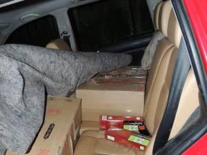 Poliţiştii au găsit nouă colete, în care se aflau 4.460 de pachete de ţigări