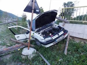 Maşina s-a izbit violent în capul de pod