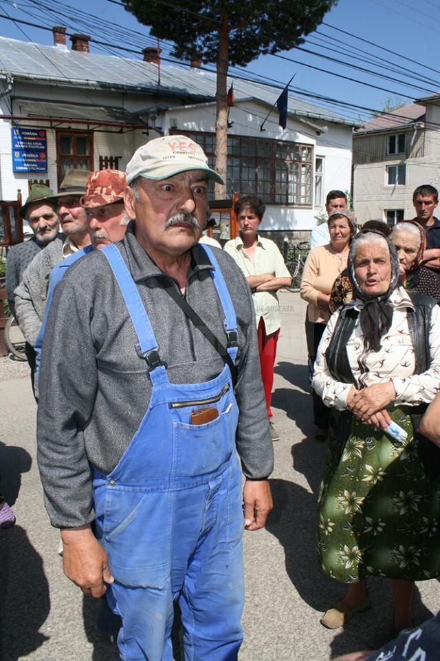 Sătenii din Stulpicani care se revoltă pentru păşune, trimişi să-şi dea vacile la abator