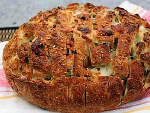 Pâine cu dovlecei și verdeață