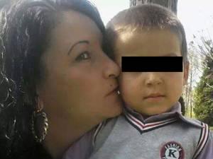 Mariana Veronica Sologiuc, alături de fiul său, acum în vârstă de 4 ani