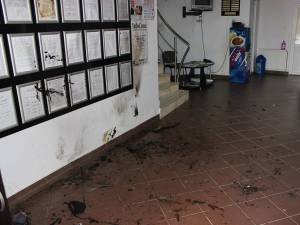 Bărbatul s-a prăbuşit în holul Primăriei Poiana Stampei