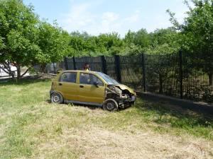 Un Matiz s-a răsturnat de mai multe ori pe DN 29, la intrarea în satul Plopeni dinspre Suceava