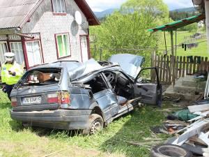 Cele două victime nu au avut nici o şansă de supravieţuire, fiind scoase decedate dintre fiarele contorsionate ale autoturismului