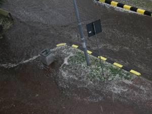 Gheaţa căzută în Suceava