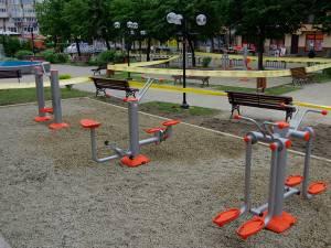 Aparatele de fitness fi montate în două parcuri din oraş - Parcul Copilului din cartierul Burdujeni şi în Parcul Areni, din faţa Universităţii