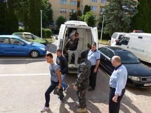 Dosarul care priveşte cele 29 de persoane acuzate de trafic de ţigări s-a lăsat cu şase arestări şi şapte soluţii de control judiciar