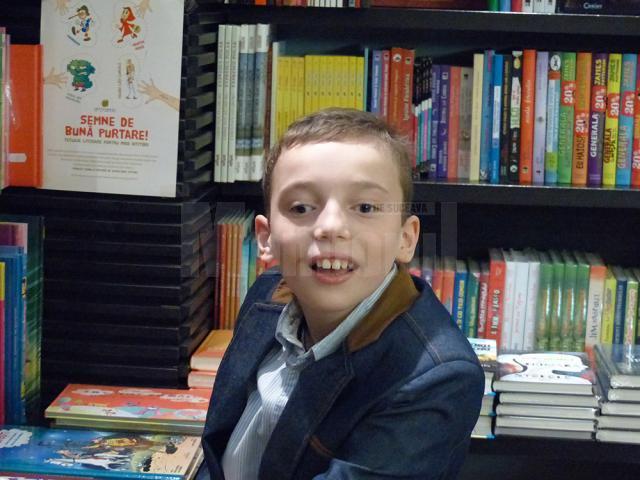 """Sebastian Remus Crăciun, un copil în vârstă de 12 ani, care suferă de tetrapareză spastică, îşi lansează a treia carte de poezii, intitulată """"Cu cartea pe carte călcând"""""""