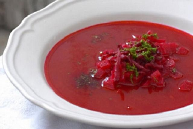 """Borș """"holtei"""" cu sfeclă roșie"""