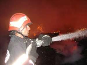 Incendiul, care a fost anunţat la ora 22.36, a fost lichidat la ora 23:17