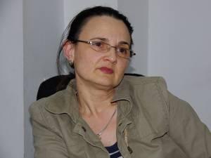 """Dr. Irina Franciuc: """"Este o bătaie de joc generalizată. Când merge unul, nu merge altul. Mereu este ceva nefuncţional. Asta este marea economie pe care au spus că o fac cu hoţii de doctori?!"""""""