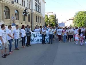 Sucevenii au ieşit din nou în stradă pentru a protesta împotriva tăierilor ilegale de păduri