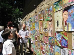 """Expoziţia concurs de desene """"Vis de copil în casa bunicilor"""""""