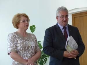 Alexandra Bejinaru, director al Colegiului de Artă, alături de edilul Ion Lungu