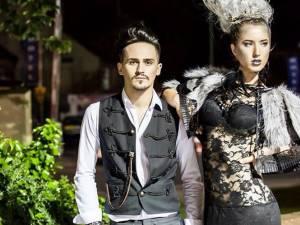 """Lucian Cozma şi unul din modelele care au prezentat colecţia """"Frozen"""""""