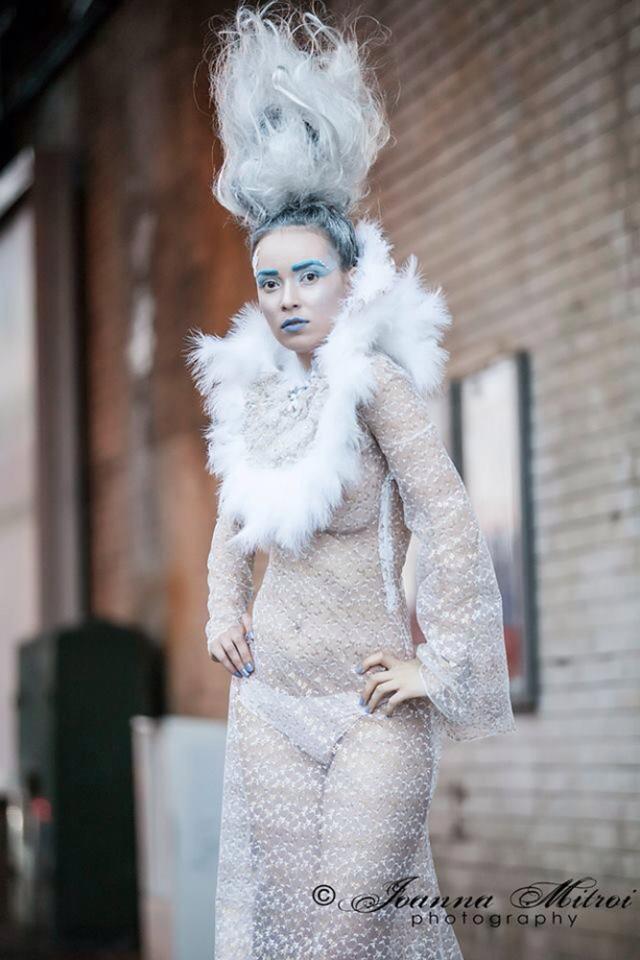 """""""Frozen"""", prima expoziţie londoneză a suceveanului Lucian Cozma"""