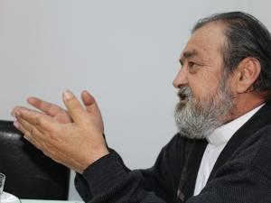 Preotul Mihai Negrea, binefăcătorul copiilor pentru care cerşeşte sprijin de la toţi oamenii cu suflet
