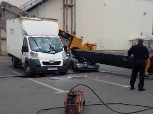 O automacara s-a răsturnat în parcarea de la Iulius Mall