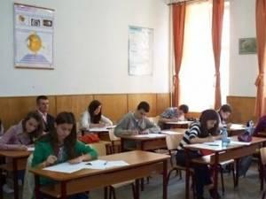 Aproximativ 8.000 de elevi suceveni se pregătesc să susţină examenul de final de ciclu gimnazial