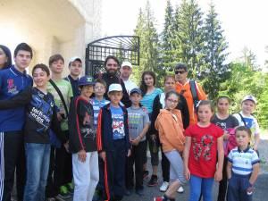 """Excursie pentru copiii care participă la cateheză, la Biserica """"Sf. Dumitru"""" din Suceava"""