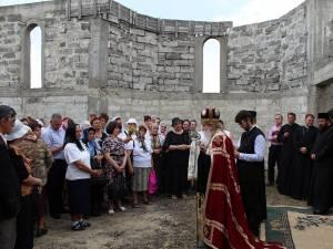 ÎPS Pimen a oficiat slujba de sfinţire a noului lăcaş de cult, din zona Lanişte