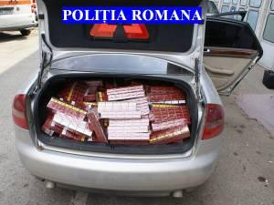 Maşină cu aproape 5.000 de pachete de ţigări de contrabandă, oprită de poliţişti la intrarea în Suceava