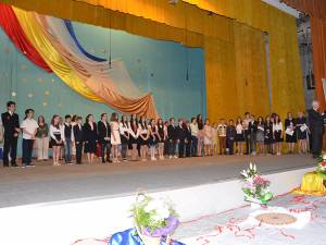 """Cei mai merituoşi elevi din anul şcolar 2014-2015, de la Şcoala """"Miron Costin"""", au fost premiaţi"""