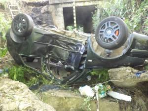 Maşina a căzut de la o diferenţă de nivel de aproape patru metri, direct pe cupolă