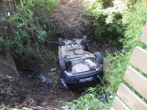 Maşina a căzut de la o diferenţa de nivel de aproape patru metri, direct pe cupolă