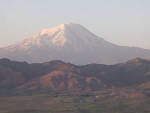 Trei suceveni au ajuns pe Ararat, legendarul vârf unde a poposit Arca lui Noe