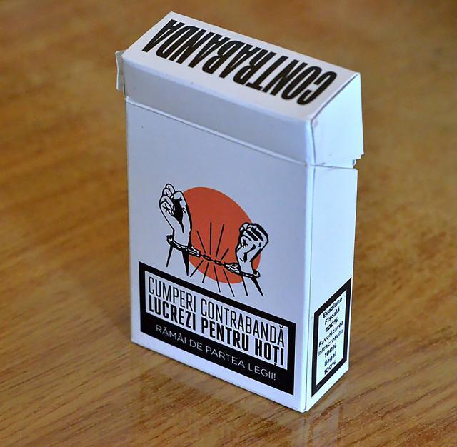 Făcea peste 5.000 de lei pe zi numai din vânzarea ţigărilor de contrabandă în zona pieţei, în apropiere de sediul poliţiei (Foto: www.contrasens.com)