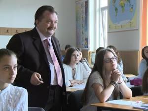 Marcel Porof alături de elevii săi
