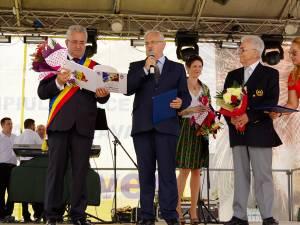 Emil Mateiaş si Viorel Ieremie au primit diplomele de Cetăţeni de Onoare pentru organizarea festivalului mondial UNICA la Suceava