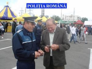 Poliţiştii au distribuit materiale informative cu recomandări preventive