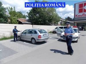"""Poliţiştii au distribuit 800 de pliante cu mesajul ,,Nu-ţi lăsa maşina la îndemâna hoţilor"""""""