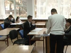 Elev sucevean eliminat de la examenul de bac, după ce i-a sunat telefonul în timpul probei de română