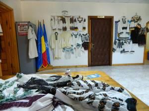 Expoziţie de cămăşi populare vechi la Todireşti