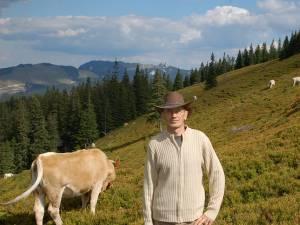 Dumitru Grigorean, preşedintele Asociaţiei Crescătorilor de Bovine de Carne, deţine o fermă la Pojorâta