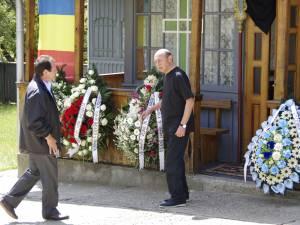 Traian Băsescu i-a primit, alături de ceilalţi membri ai familiei, pe toţi cei care au venit să-i aducă un ultim omagiu lui Gheorghe Andruşcă