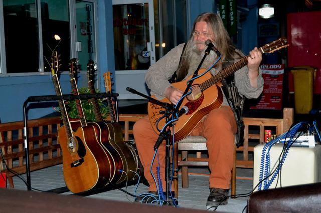 În curând, viaţa muzicală a Sucevei se va îmbogăţi, prin prezenţa aici a lui Vali Răcilă, în fiecare lună. Foto: C&N Marcean