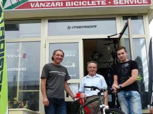 Neculai Beraru are 70 de ani, dar bicicleta câştigată va ajunge pe mâna unuia dintre nepoţi
