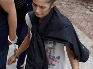 Crina Olaru a scăpat de cătuşele procurorilor, iar acum şi-a luat şi maşina înapoi