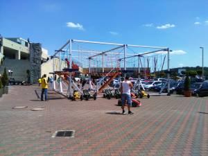 Copiii pot merge cu minicarturile şi cu tricicletele electrice, la Bucovina Turism Activ